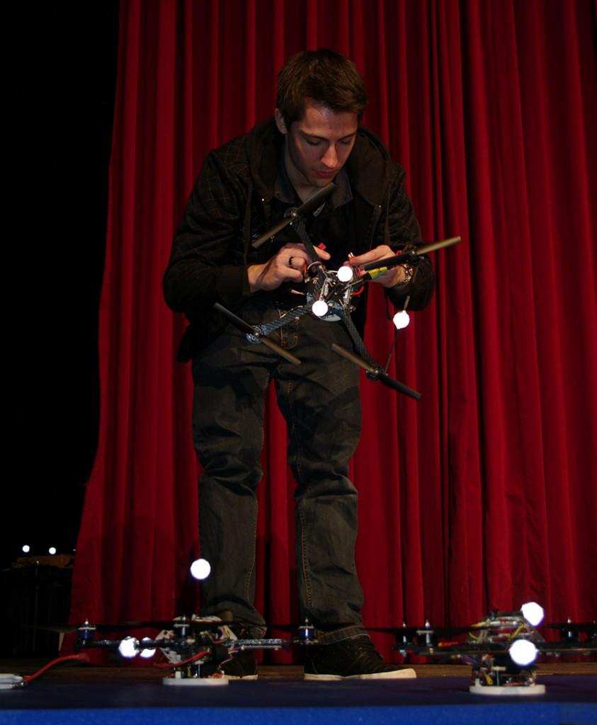 Raffaello DAndrea Quadrocopter5