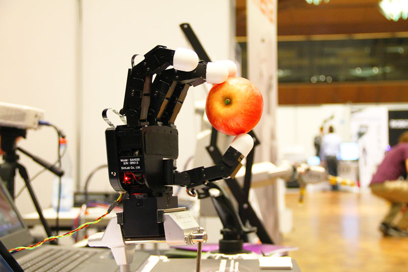 robot_hand_with_apple