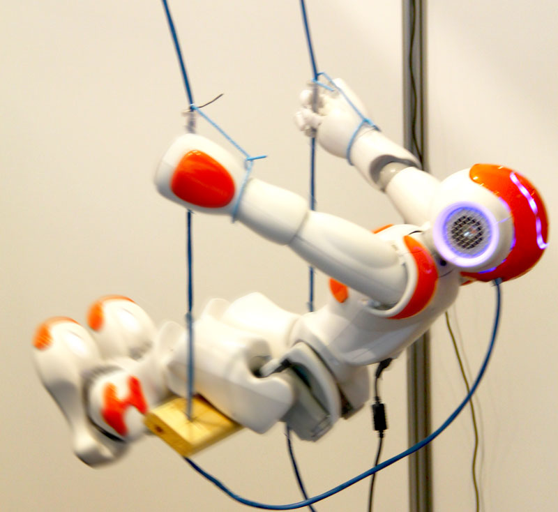 robot_on_swing_NAO