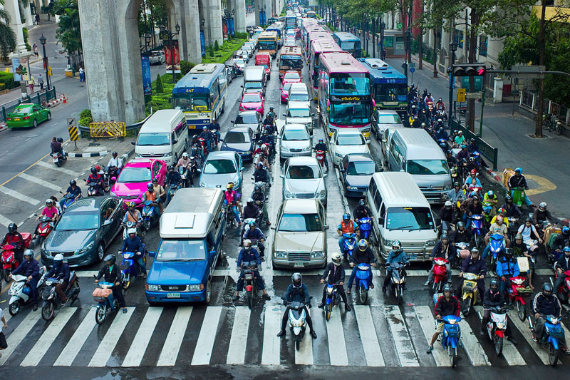 Motorcyclists_lane_splitting_in_Bangkok,_Thailand