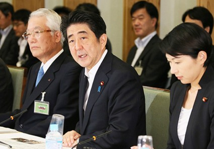 Japanese Prime Minister Shinzo Abe delivering an address at the Robot Revolution Realization Council. Source: Prime Minister's Office.