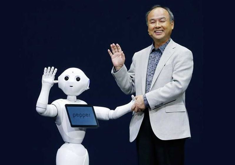Pepper-and-Softbank-CEO_800_613_80