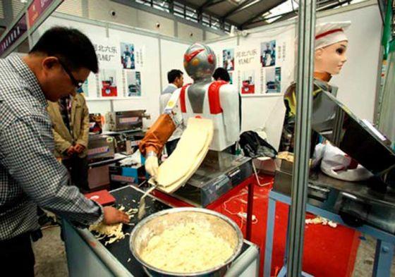 Foxconn-noodle-cutter1_560_393_80_s_c1