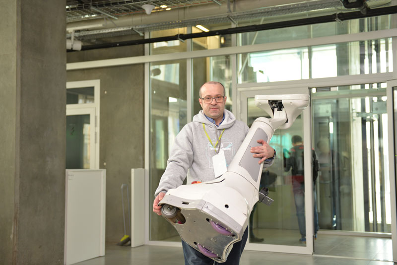 Albert Efimov carries a robot at the 2015 Skolkovo International Robotics Conference. Photo credit: Skolkovo.