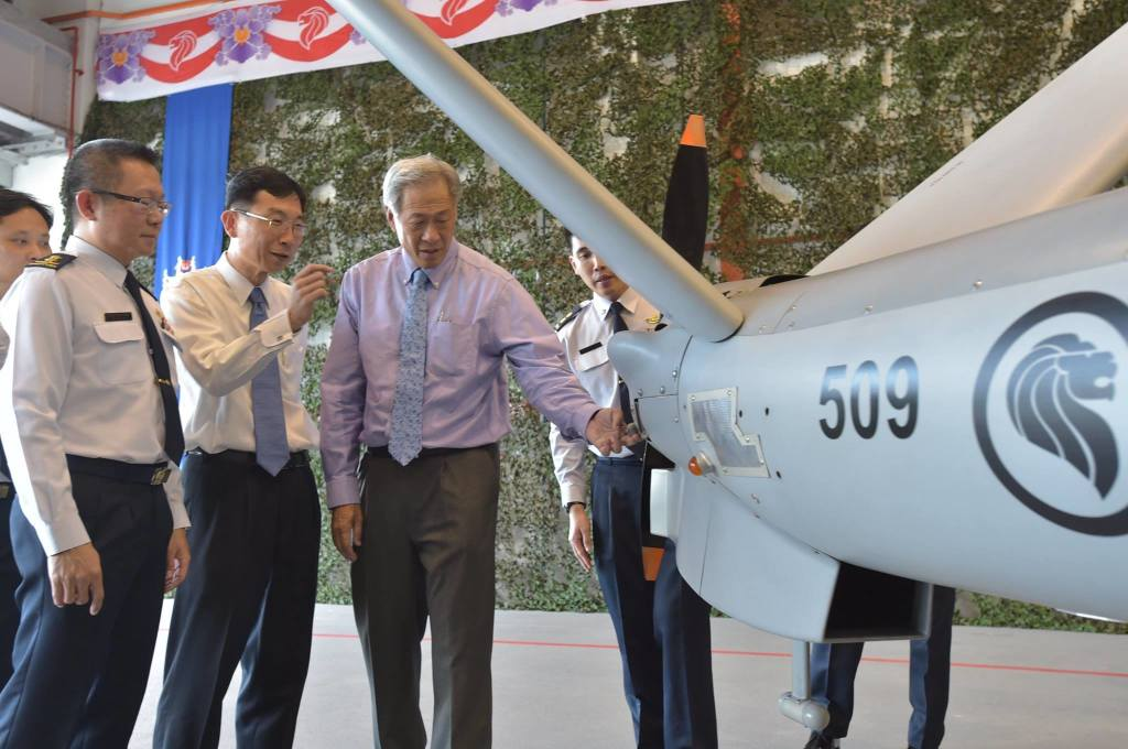 Elbit Hermes 450 - photo: Singapore Minister for Defence Dr Ng Eng Hen (facebook page)