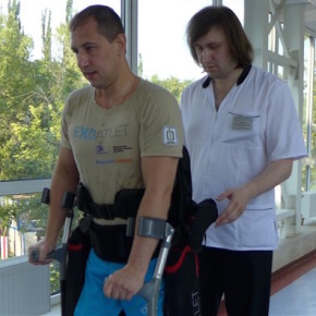A patient at the Pirogov Center testing out ExoAtlet's exoskeleton. Photo: ExoAtlet