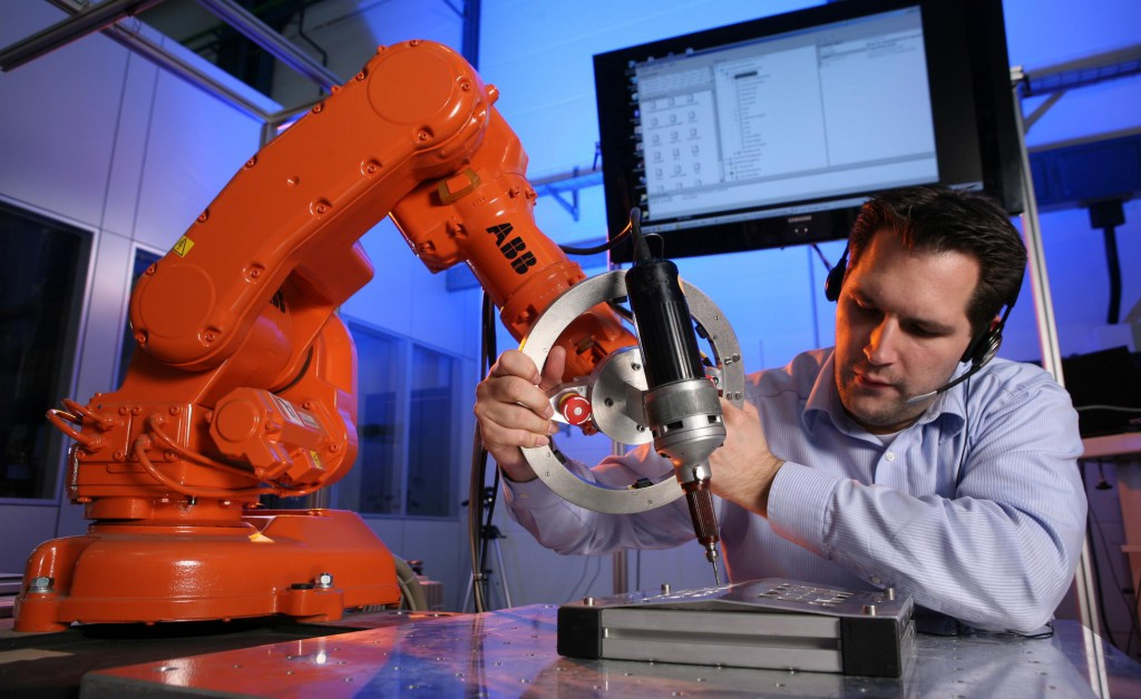SMErobot invention by ABB: Lead-Through-Programming (Image credit: ABB AG)