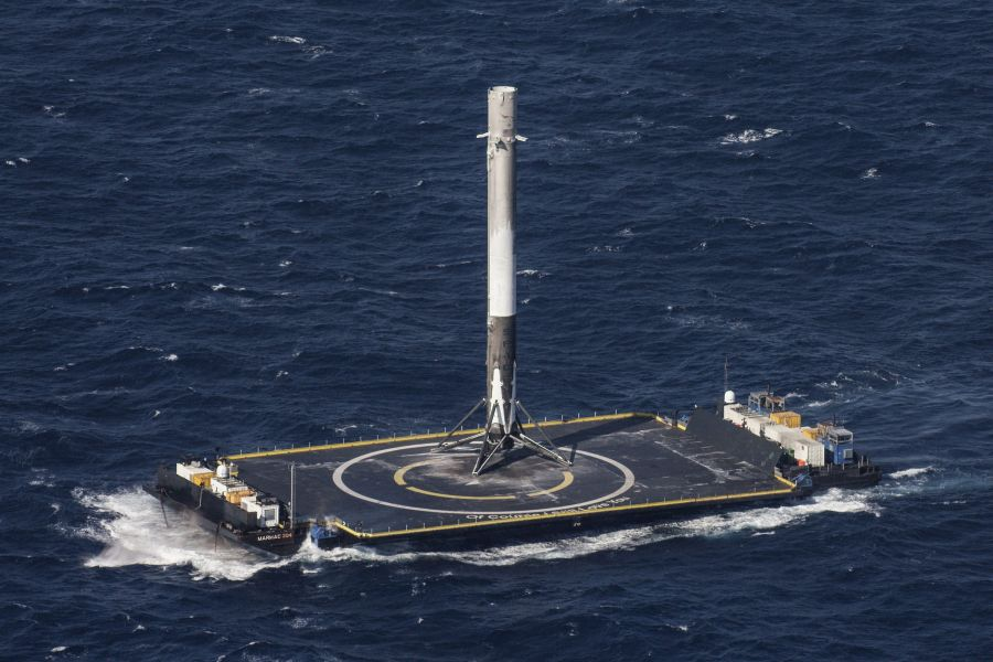 SpaceX Falcon 9 | CRS-8 Dragon landed on the drone barge. Source: SpaceX/flickr