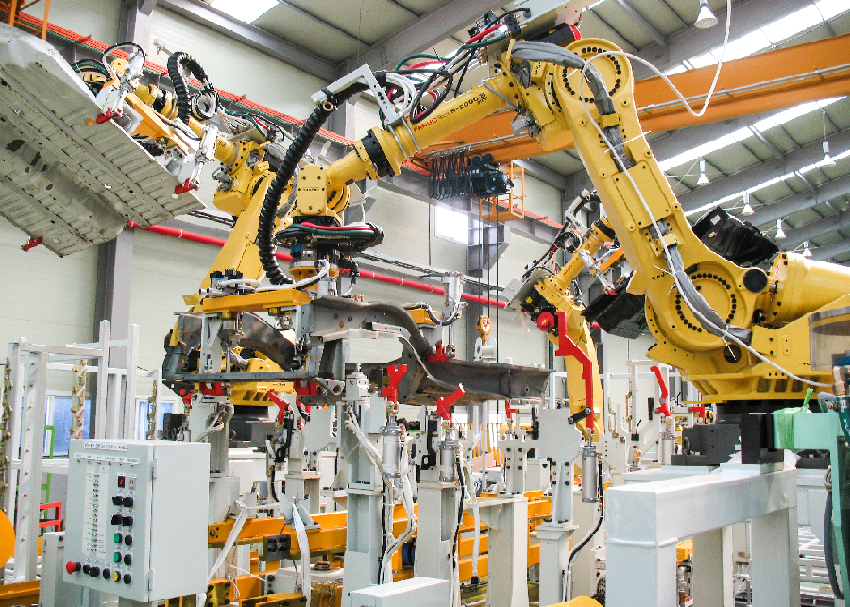FANUC_R2000iB at work. Source: Wikipedia Commons