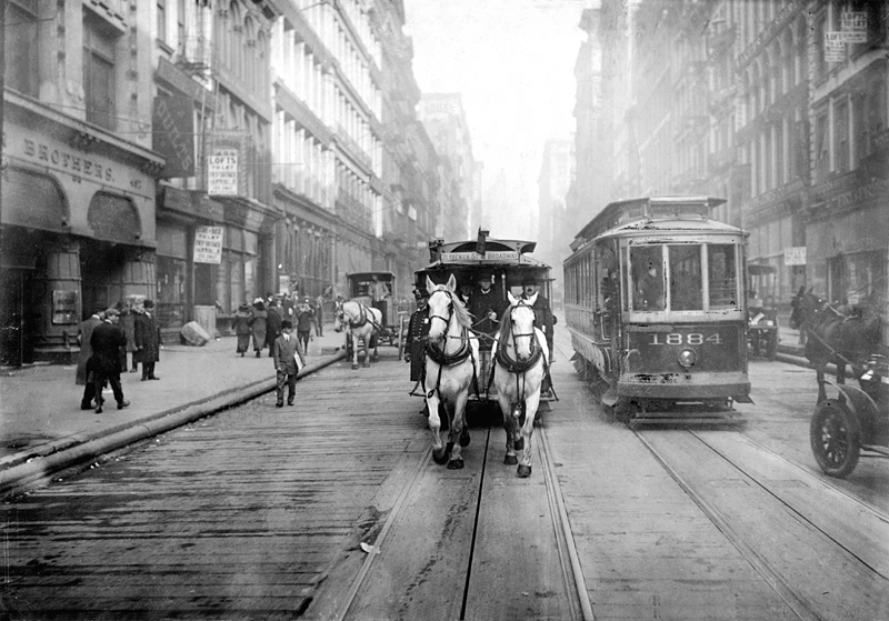 The last of the horse draw carriages. Source: Wikipedia Commons