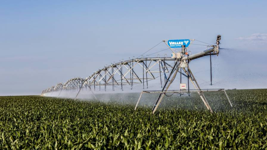 valley-irrigation-8000-series-corn