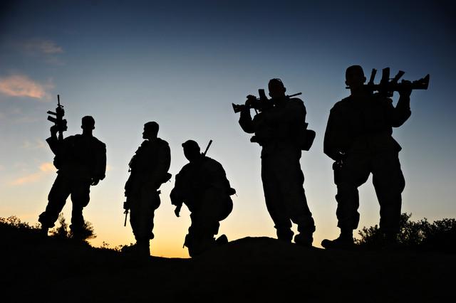marine-mentors-afghan-soldiers-640x0