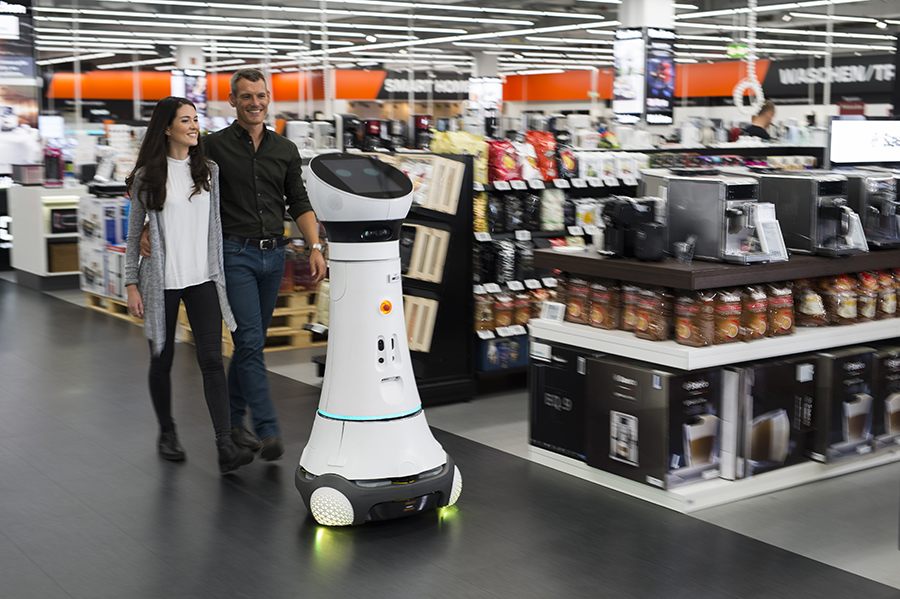 Paul, a member of the Care-O-bot 4 robot family, has been greeting customers in Saturn-Markt Ingolstadt since the end of October 2016 and directing them towards their desired products. Image: Saturn.