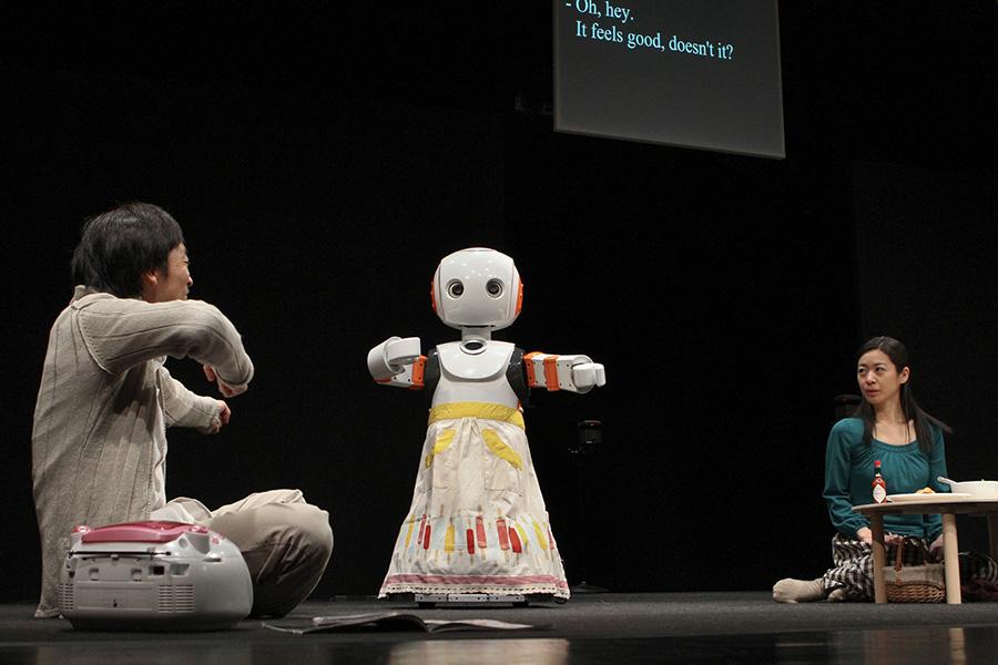 "Hiroshi Ota and Minako Inoue with 2 Robovie R3 robots in Oriza Hirata's ""I, Worker"""